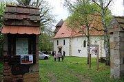 Vstup do areálu kostela sv. Ambrože.