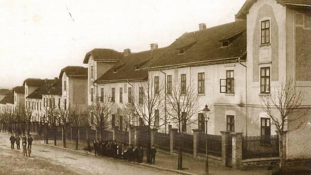 Historický snímek Karlova.
