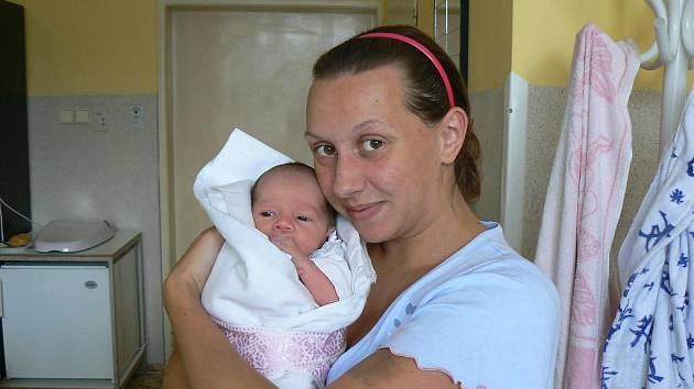 Nikola Langová (2,55 kg, 46 cm), která přišla na svět 3. 8. ve 13:50 hod. vMulačově nemocnici, je prvorozená dcera Veroniky Langové a Zdenka Vlčka ze Zruče-Sence