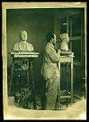 Otto Gutfreund v ateliéru, soukromá sbírka, uloženo v Museu Kampa
