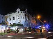 Rozsáhlý požár v Přeštické ulici v Plzni zaměstnal několik jednotek hasičů.