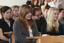 Tréma a nervozita doprovázela téměř všechny účastníky celorepublikové recitační soutěže studentů zdravotních škol. Do Plzně se ve čtvrtek sjelo 26 recitátorů ze šesti zdravotních škol z různých koutů Čech
