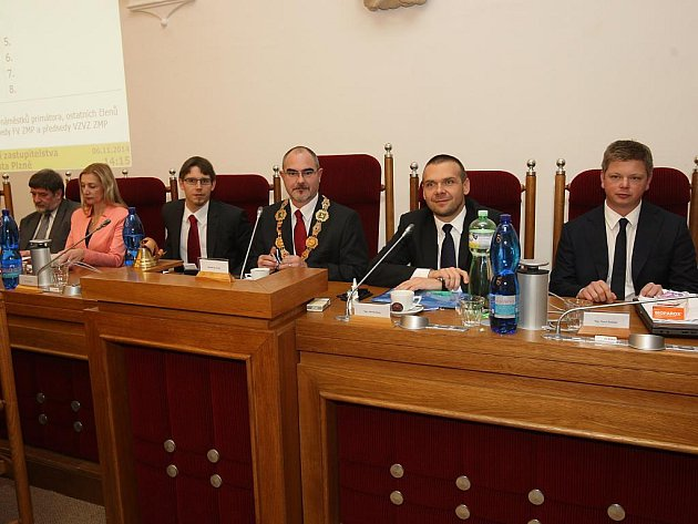 Městští zastupitelé zvolili nové vedení města Plzně