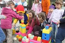 Na Boleveckou náves přišli v sobotu hlavně rodiče s dětmi, pro které byl připraven program směřovaný především na ty nejmenší