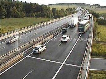 Na 67.kilometru dálnice D5 došlo vpátek večer khromadné nehodě