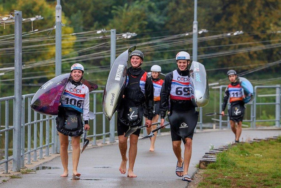 Mladík z Blovic reprezentuje ve slalomu na divoké vodě.