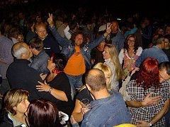 Hasiči v Dolní Bělé pravidelně pomáhají organizovat kulturní akce v obci. Koncerty Extrabandu patří mezi ty nejoblíbenější