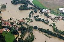 Dolní Lukavice při povodni v roce 2002