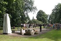 Odhalení nového náhrobku na hrobě Josefa Kajetána Tyla