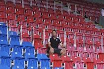 Pavel Horváth vyzývá ve videu na stránkách klubu fanoušky Viktorie, aby se věnovali  pouze fandění svému týmu