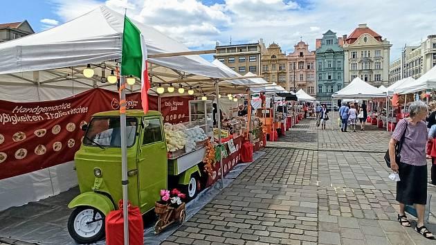 Akce Ape food tour na náměstí Republiky dává Plzeňanům až do neděle možnost seznámit se s delikatesami z jednotlivých italských regionů.