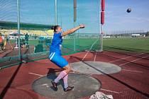 Sedmdesátimetrovou hranici pokořila v hodu kladivem žen Kateřina Šafránková ze Sokola Kolín. Její vítězný pokus měřil při extraligových závodech v Plzni 70,30 m