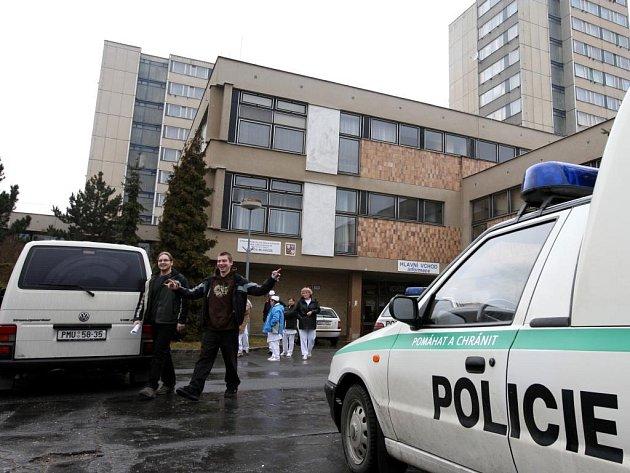 Anonym ve čtvrtek dopoledne nahlásil bombu na SOU na Karlovarské třídě. Policisté začali ihned objekt prohledávat