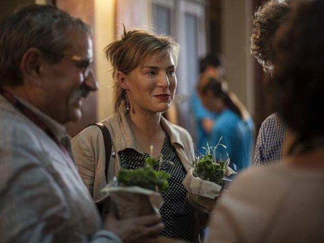 Lenka Krobotová uvedla na Finále Plzeň snímek Díra u Hanušovic, který natočil její tatínek Miroslav Krobot.