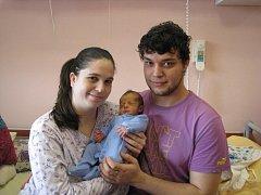 Samuel (2,78 kg, 48 cm) se narodil 16. února v 17:31 ve Fakultní nemocnici v Plzni. Na světě svého prvorozeného chlapečka přivítali maminka Denisa a tatínek Ladislav Dunovi u Plzně