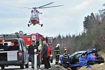 Dálnici u Ostrova ve směru na Prahu uzavřela nehoda