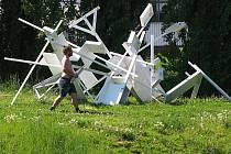 V prostoru U Ježíška jsou instalovány objekty v rámci Landcape festivalu