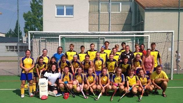 Úspěšnou výpravu na mezinárodní turnaj v pozemním hokeji v rakouském Welsu absolvovaly týmy mužů i žen TJ Plzeň-Litice