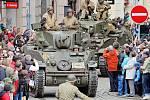Rekonstrukce příjezdu amerických vojáků do Plzně.