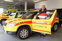 Zdravotní bratr Miroslav Ptáček je jedním z těch, kteří už využívají garáže nového sídla záchranky