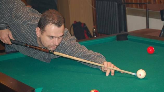 Na turnaj v biliáru, který se koná v Příchovicích každoročně jezdí také Marcel  Duchek (na snímku). Letos zvítězil Tomáš Urbánek