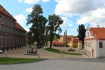 Zatímco muzeum obnovovalo pivovar a dvůr, město Plasy si vzalo do parády prostor mezi nimi a budovou konventu plaského kláštera. Starosta Zdeněk Hanzlíček je s výsledkem spokojen.