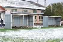 Střídačky osiřely. Vinou nečekané sněhové nadílky se ve fotbalových okresních přeborech odehrály během víkendu pouze dva zápasy