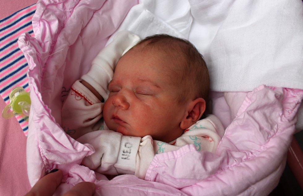 Scharlot Hlavová se narodila 14. ledna ve 12:35 rodičům Teodoře a Romanovi z Teplé u M. Lázní. Po příchodu na svět ve FN Plzeň vážila sestra Míši (12) a Sofie (7) 3448 gramů a měřila 50 centimetrů.