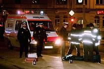 Třem mladým lidem už záchranka pomoci nemohla. Opilý řidič Adolf Pech, který na ostrůvek zastávky u Práce najel, dostal od soudu osm let. Odseděl si ale jen polovinu trestu