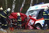 Řidič červeného auta neměl šanci přežít