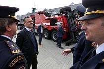 Profesionální hasiči na plzeňské centrální stanici Košutka mají nové vozidlo - vyprošťovací speciál Scania. Na pořízení se spolupodílelo město Plzeň.