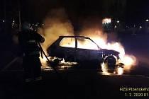 Požáry aut v Plzni a Rokycanech.