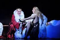 Katja Beer v titulní roli a Václav Málek jako Herodes v plzeňské inscenaci opery Richarda Strausse Salome. Nemenší ohlas než v Plzni měly jejich výkony na zájezdě ve Štrasburku a Leverkusenu