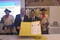V roce 2019 podepsala Tlučná s německou obcí Floss dohodu o spolupráci.