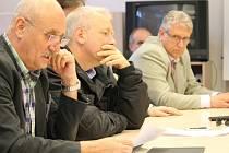 Na snímku zleva Milan Řihošek, vedoucí krajského odboru bezpečnosti a krizového řízení, hejtman Milan Chovanec a ředitel závodu Berounka Povodí Vltava Miloň Kučera. Pro novináře i obyvatele Plzeňského kraje měli dobré zprávy