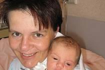 Téměř tříletý Sascha Blank z Podhůří u Nepomuka jezdí za příbuznými do Anglie a už se těší, až společně s ním, a rodiči Romanou a Adrianem Paulem, pojede i jeho sestřička Sally (3,10 kg/49 cm), která se narodila 29. června v 8:10 v Mulačově nemocnici