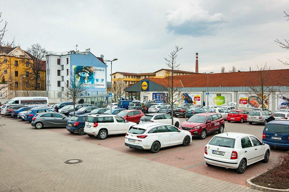 Situace u obchodního domu Lidl v Doudlevecké ulici.