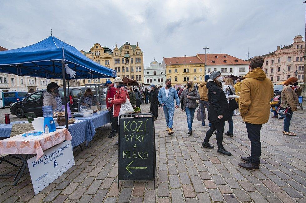 Farmářské trhy na náměstí Republiky v Plzni.