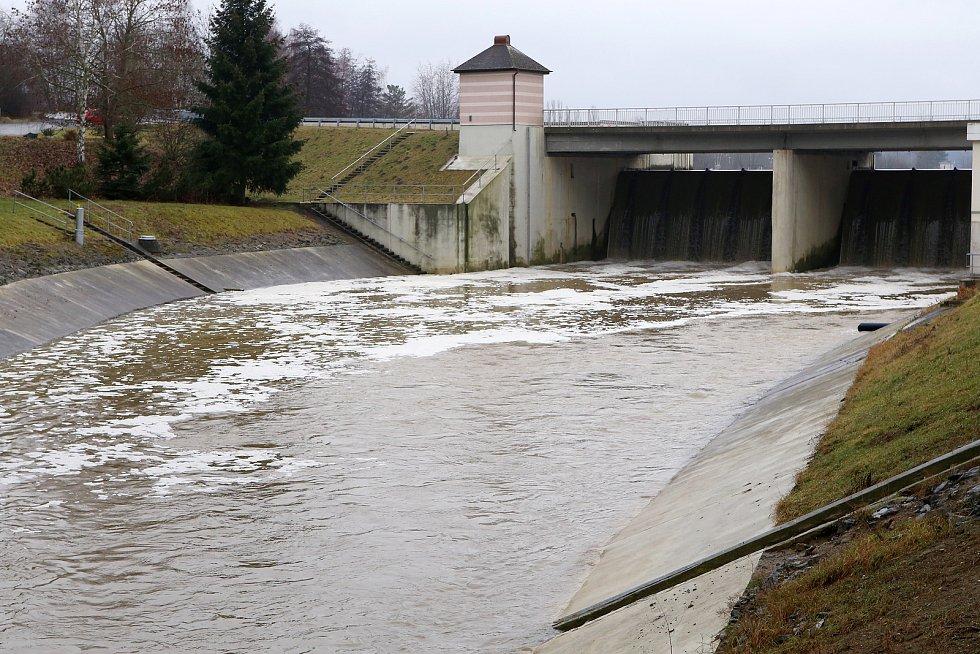 zvednutá hladina řeka Radbuza přehrada České údolí Litice