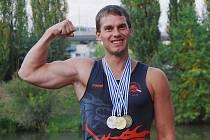 Nejenom síla svalů, ale především skvělá souhra celé posádky včetně Plzeňana Jaroslava Maliny ml. (na snímku) přivedla českou dračí loď k zisku tří medailí na mistrovství světa.