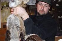 Karel Makoň při záchraně lišky