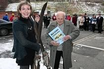 První publikaci své nové knihy Bílé stopy na českém západě věnovala autorka Gabriela Špalková svému otci Jaroslavu Lacinovi, který ji k lyžování přivedl.