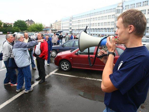 Plzeňští odboráři se chystají na demonstraci do Prahy.