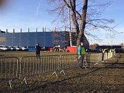 Fanoušci míří na stadion, policie povolala posily