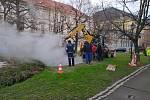 Havárie horkovodu v Kopeckého sadech.