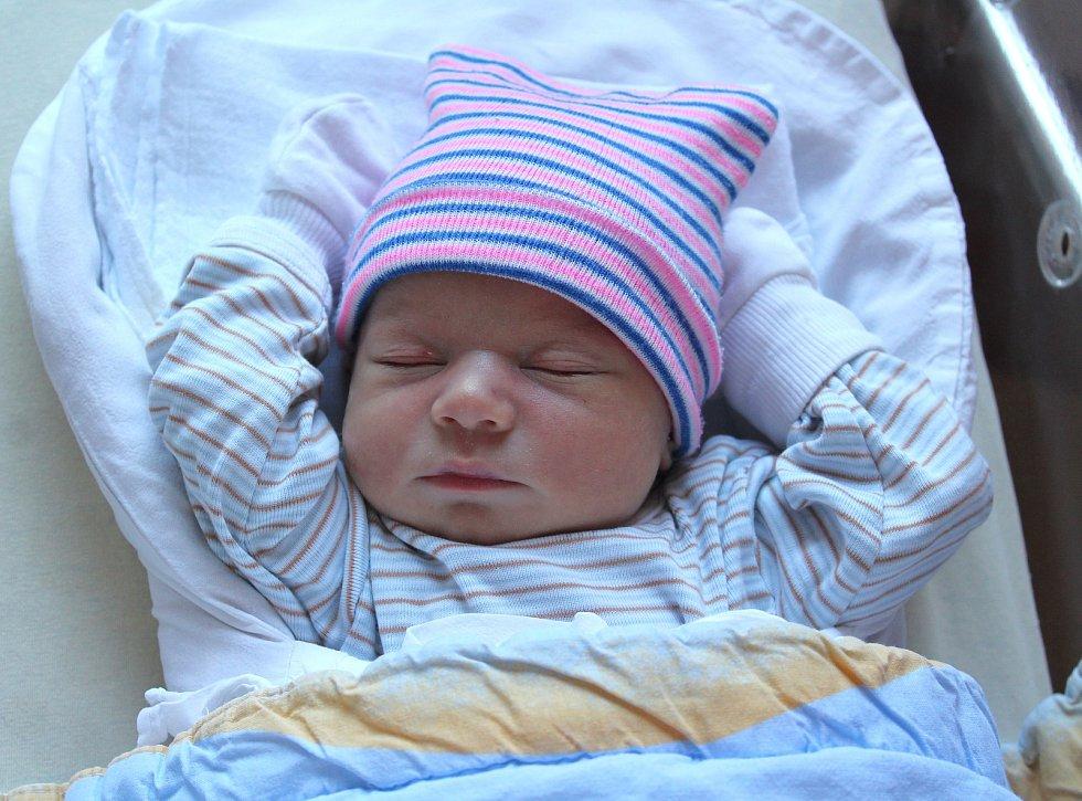 Matěj Černý z Chrástu se narodil ve FN na Lochotíně 5. září v 0:50 hodin (2970 g, 49 cm). Rodiče Veronika a Michal od začátku věděli, že jejich první miminko bude kluk.