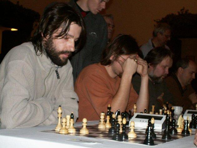 Vítěz turnaje Pilsner Urquell Open Jan Turner z Tachova (vlevo)