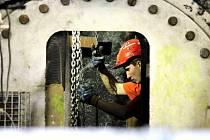 Razicí štít Viktorie mezi Plzní a Ejpovicemi hloubí první ze dvou tubusů nejdelšího železničního tunelu v republice.