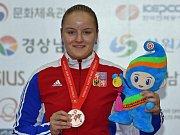 Pistolářka Anna Dědová získala bronz na mistrovství světa ve sportovní střelbě v soutěži juniorek.