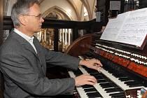 Varhaník Jaroslav Brož oceňuje blízký kontakt s nástrojem